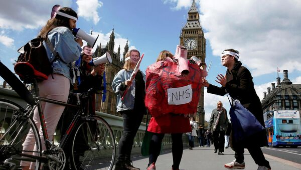 Junior doctors take part in a strike near St Thomas' Hospital in London, Britain April 27, 2016. - Sputnik International