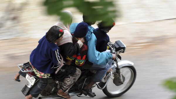 A family of five ride on a motorcycle in India. (File) - Sputnik International