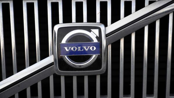 The logo of the Swedish car manufacturer Volvo is pictured on a car in Gothenburg, southwestern Sweden - Sputnik International