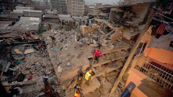 Rescuers work at the site of a building collapse in Nairobi, Kenya, Saturday, April 30, 2016 - Sputnik International