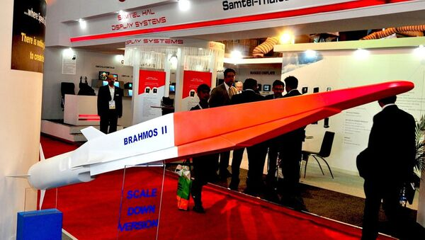 The Indo-Russian BrahMos II hypersonic cruise missile (pictured here at Defexpo 2014) is the export variant of the Russian 3M22 Zircon missile - Sputnik International