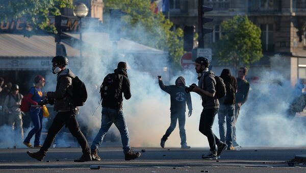 Protesters and photographers stand on the Place de la Nation during clashes with police at a traditional May Day demonstration on May 1, 2016, in Paris. - Sputnik International