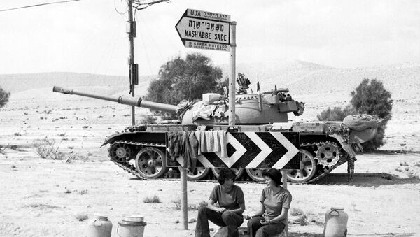 Two Israeli Army girls sit beneath a road sign, with a tank in the background, somewhere in the Sinai Desert, Oct. 8, 1973 - Sputnik International