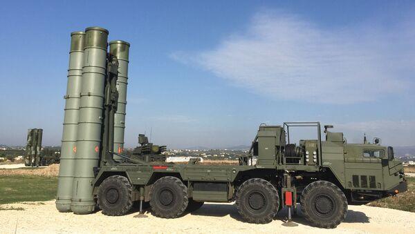 An S-400 air defence missile system at the Hmeymim airbase - Sputnik International