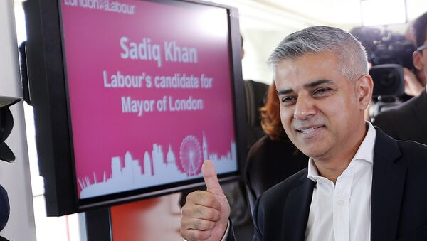 Sadiq Khan gives a thumbs up after he was announced the winner of the election for the Labour party's candidate for the Mayor of London, at the Royal Festival Hall in London - Sputnik International