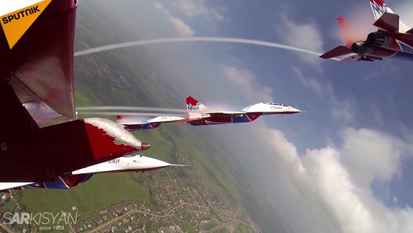 Supersonic Aces: Russian 'Swifts' Aerobatic Team Celebrates 25th Anniversary - Sputnik International