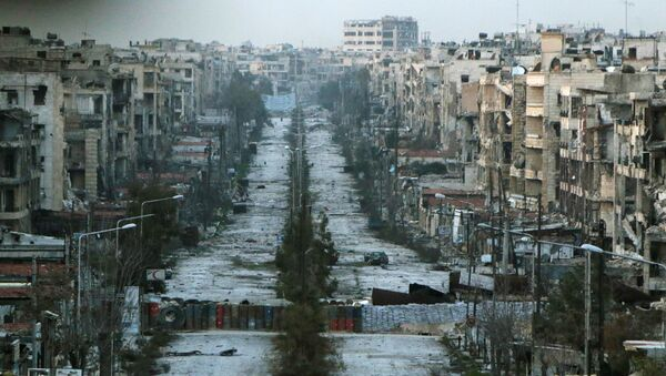 A general view shows a damaged street with sandbags used as barriers in Aleppo's Saif al-Dawla district, Syria March 6, 2015. - Sputnik International