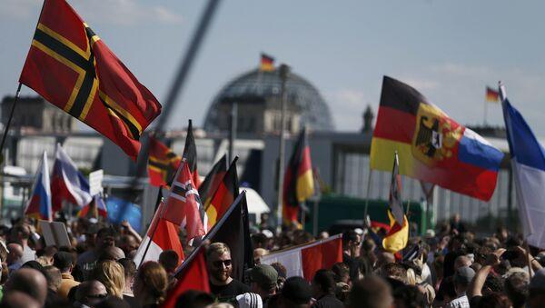 Right-wing protestors demonstrate in Berlin, Germany, May 7, 2016. - Sputnik International
