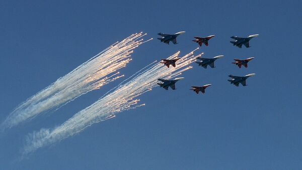 Sukhoi Su-27 Flanker fighters of the Russian Knights aerobatic team and Mikoyan-Gurevich MiG-29 Fulcrum fighters of the Swifts aerobatic team at the military parade to mark the 71st anniversary of Victory in the 1941-1945 Great Patriotic War - Sputnik International