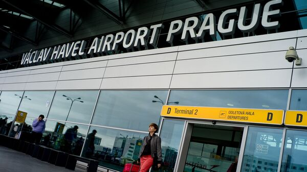 A woman leaves the Vaclav Havel airport in the Czech capital Prague on October 5, 2012 - Sputnik International