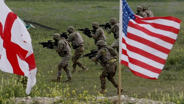 US and Georgian servicemen, with Georgian and US flags in front, take part in the joint US-Georgia military exercise (File) - Sputnik International