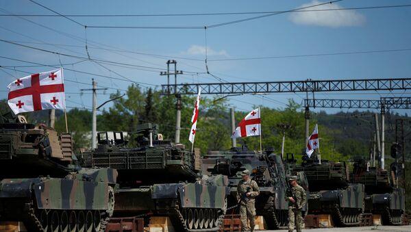 U.S. servicemen walk past U.S. M1A2 Abrams tanks as they arrive for the joint U.S.-Georgian exercise Noble Partner 2016 in Vaziani, Georgia, May 5, 2016 - Sputnik International