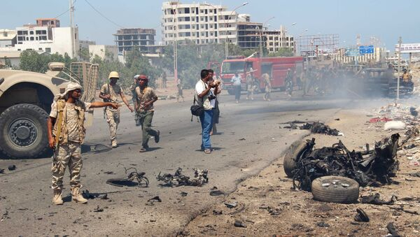 File photo of the soldiers gather at the site of a car bomb attack in a central square in the port city of Aden, Yemen, May 1, 2016 - Sputnik International