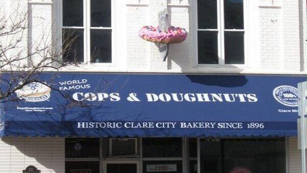 Cops and Doughnuts Eyes Empire - Sputnik International