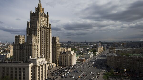 Cars drive past the Russian Foreign Ministry building in Moscow on May 5, 2016. - Sputnik International