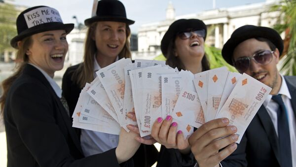 Demonstrators dressed as businessmen protests against tax avoidance at a tropical 'tax' haven in central London on May 12, 2016, near the venue of the Anti-Corruption Summit London 2016. - Sputnik International