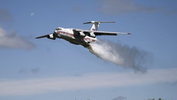 A Ministry for Emergency Situations Il-76TA Candid aircraft, one of the massive aircraft Russia uses to fight wildfires deep in the Russian wilderness. - Sputnik International