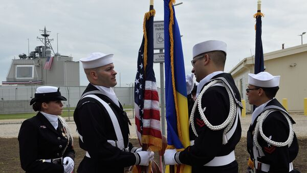 US Army personnel stand with the Romanian and the US flag during an inauguration ceremony of the US anti-missile station Aegis Ashore Romania (in the background) at the military base in Deveselu, Romania on May 12, 2016. - Sputnik International