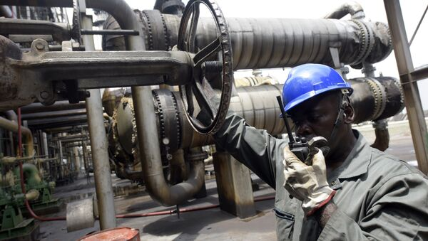 Worker speaks to the control room at the new Port Harcourt refinery built in 1989 at the same site where the first refinery in Nigeria was built in 1965 in oil rich Port Harcourt, Rivers State, on September 16, 2015 - Sputnik International