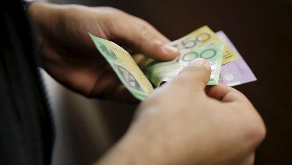 A customer counts his Australian dollar banknotes (File) - Sputnik International