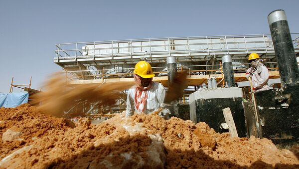 Asian labourers work at the site of Saudi Aramco's (the national oil company) central oil processing facility in al-Khurais, still under construction in the Saudi Arabian desert, 160 kms east of the capital Riyadh (File) - Sputnik International