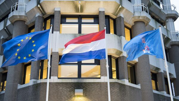 In front of the Dutch ministry of Foreign Affairs: the flag of the European Union, the flag of the Netherlands and a flag with the logo of the Dutch EU presidency - Sputnik International