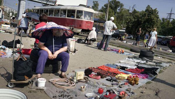 People sell objects at a city flea market in Ukraine's capital Kiev (File) - Sputnik International