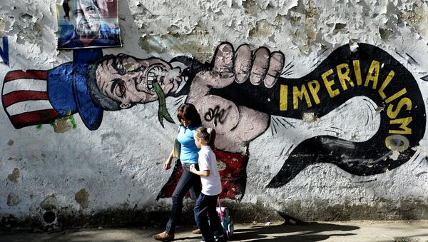 A woman and a girl walk in front of a graffiti of US Uncle Sam in Caracas on March 11, 2015 - Sputnik International