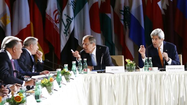 Russian Foreign Minister Sergei Lavrov (2ndR) and US Secretary of State John Kerry (R) lead talks on Syria on May 17, 2016 in Vienna - Sputnik International