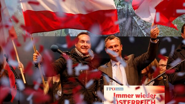 Austrian far right Freedom Party presidential candidate Norbert Hofer (R) and party leader Heinz-Christian Strache wave with Austrian flags during the final election rally in Vienna, Austria, April 22, 2016. Picture taken April 22, 2016. - Sputnik International