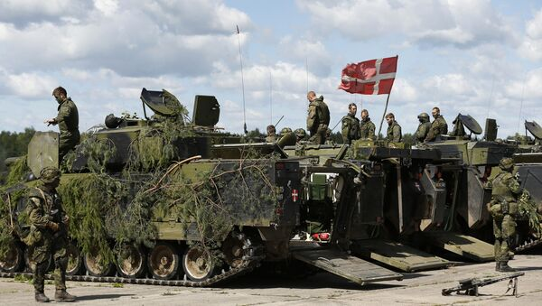 Danish soldiers during a military exercise ' Saber Strike 2014 ' at the Rukla military base some 120 km. (75 miles) west of the capital Vilnius, Lithuania, Tuesday, June 17, 2014 - Sputnik International
