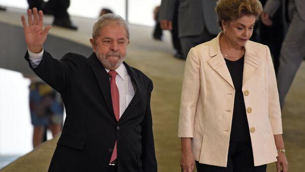 Former Brazilian president Luiz Inacio Lula da Silva (L) gestures next to Dilma Rousseff - Sputnik International