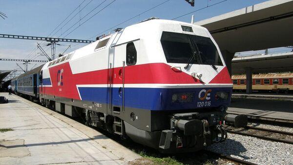 Siemens-Henschel HellasSprinter electric locomotive 120-016 of OSE enters Thessaloniki New Passenger Station - Sputnik International
