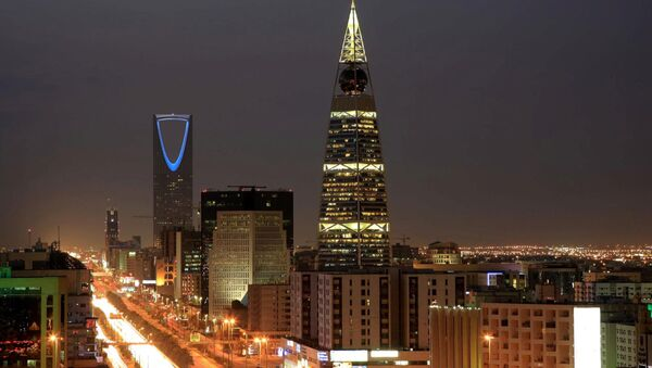 Saudi Arabian city view with the 'Kingdom Tower', background, and 'Al-Faislia Tower' in Riyadh. (File) - Sputnik International