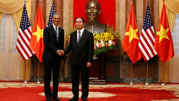 U.S. President Barack Obama shakes hands with Vietnam's President Tran Dai Quang after an arrival ceremony at the presidential palace in Hanoi, Vietnam May 23, 2016. - Sputnik International