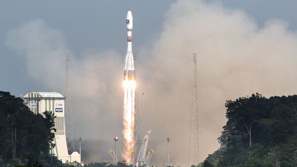 A picture taken on December 17, 2015 shows a Soyuz rocket blasting off from the European space centre at Kourou, French Guiana - Sputnik International