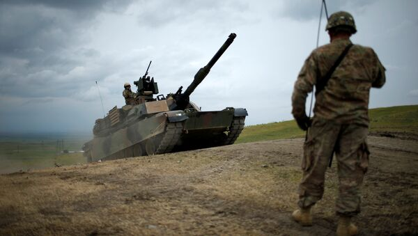 U.S. M1A2 Abrams tank moves to firing positions during U.S. led joint military exercise Noble Partner 2016 near Vaziani, Georgia, May 18, 2016 - Sputnik International