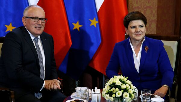 Poland's Prime Minister Beata Szydlo meets with Frans Timmermans, deputy head of the European Commission at the Prime Minister Chancellery in Warsaw, Poland May 24, 2016. - Sputnik International