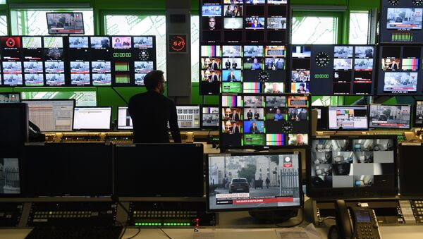 A picture taken on December 8, 2015 shows the control room in the new headquarters of the multilingual news television channel Euronews in the Confluence district, in Lyon, southeastern France - Sputnik International