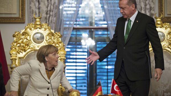 Turkish President Recep Tayyip Erdogan, right, offers his hand to shake hands with Germany's Chancellor Angela Merkel (File) - Sputnik International
