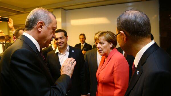 Turkish President Tayyip Erdogan (L) chats with German Chancellor Angela Merkel (2nd R), U.N. Secretary-General Ban Ki-moon (R) and Greek Prime Minister Alexis Tsipras (2nd L) during the World Humanitarian Summit in Istanbul, Turkey, May 23, 2016 - Sputnik International