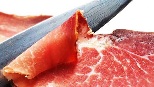 Cutting bacon  - Sputnik International