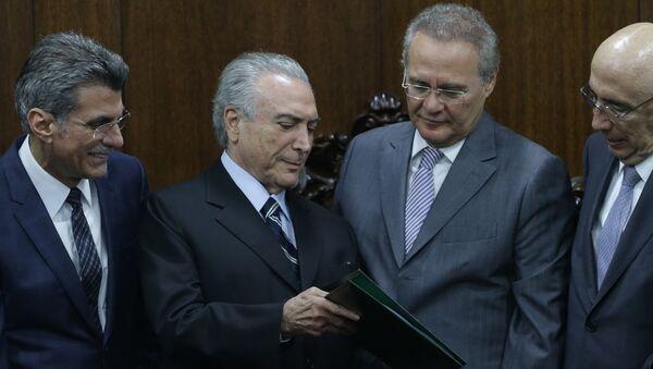 Michel Temer joined by allies Renan Calherios, Romero Juca, and Henrique Meirelles - Sputnik International