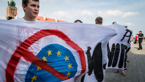 Polish farright activists hold anti-EU banner as they take part in demonstration against accepting over 2000 immigrants to Poland, Warsaw on a July 25, 2015 - Sputnik International