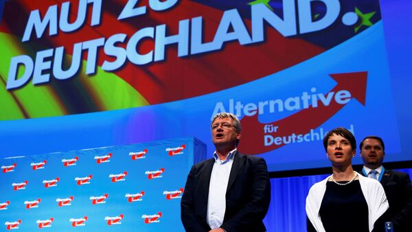 Frauke Petry, chairwoman of the anti-immigration party Alternative for Germany (AfD), and AfD leader Joerg Meuthen sing at the end of the second day of the AfD congress in Stuttgart, Germany, May 1, 2016. - Sputnik International