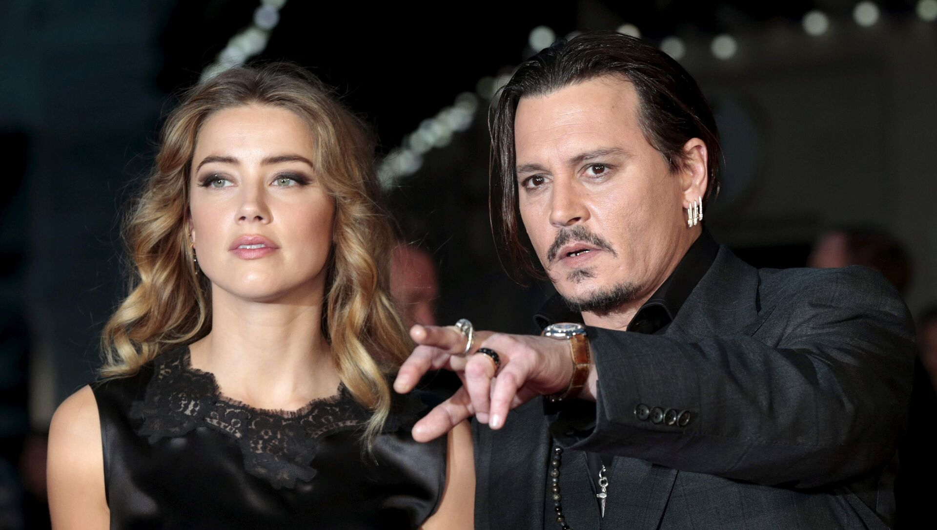 Cast member Johnny Depp and his actress wife Amber Heard arrive for the premiere of the British film Black Mass in London, Britain, 11 October 2015.  - Sputnik International, 1920, 02.08.2021