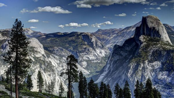 Vew of the Half Dome monolith from Glacier Point at the Yosemite National Park in California - Sputnik International