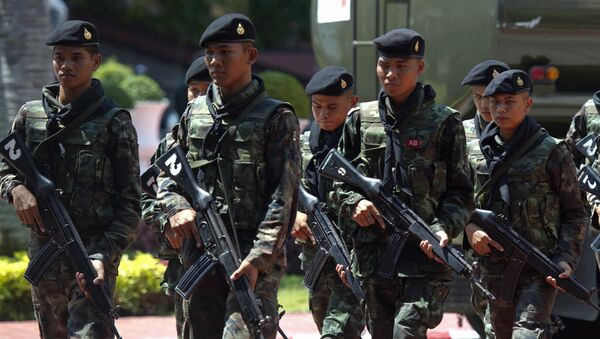 Thai soldiers patrol prior to Thai army chief General Prayut Chan-O-Cha's press conference at the Army headquarters in Bangkok on May 26, 2014 - Sputnik International