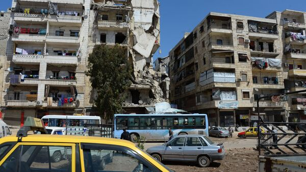 Local citizens continue to live in destroyed buildings in the Salah ad-Din District in Aleppo - Sputnik International