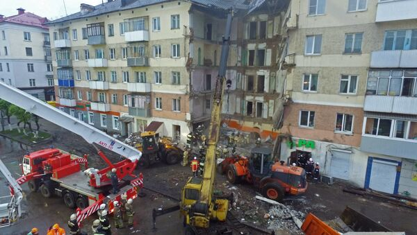 Rescuers finish cleanup at residential building entrance lobby collapse site in Mezhdurechensk - Sputnik International